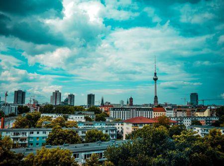 Rundflug Luftaufnahme Berlin mit Blick auf den Fernsehturm