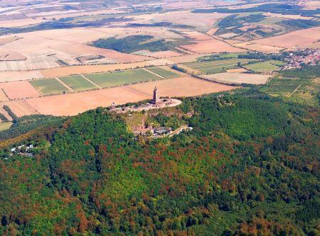 Rundflug Luftaufnahme Kyffhäuser Denkmal in Thüringen